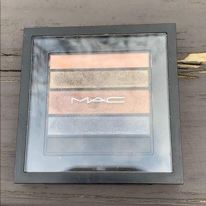 MAC eyeshadow. Smokeluke